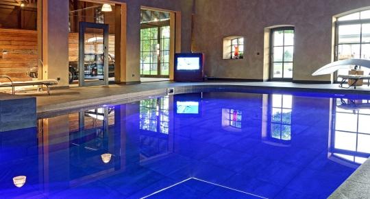 Swimmingpool im haus  Innenpools zum Träumen und Trainieren