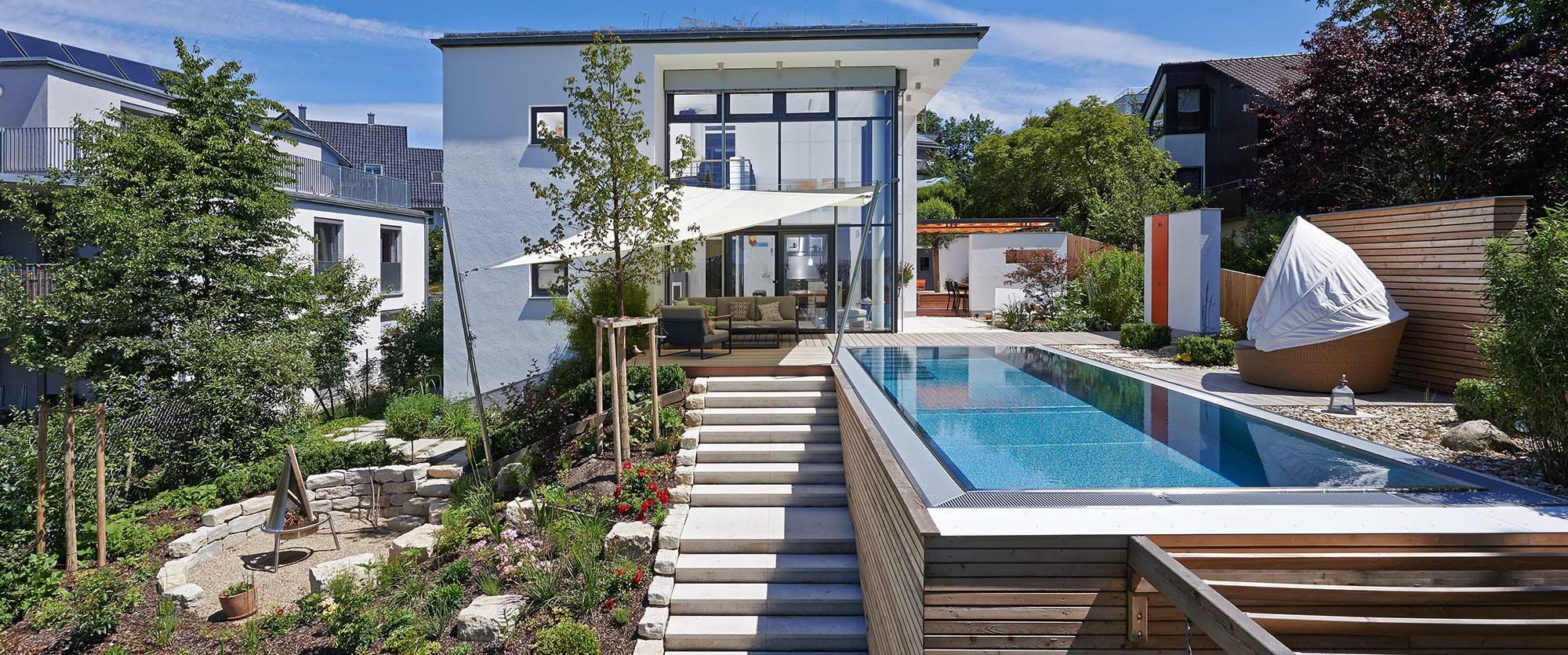 pool in hanglage. Black Bedroom Furniture Sets. Home Design Ideas